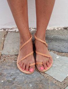 Ehi, ho trovato questa fantastica inserzione di Etsy su https://www.etsy.com/it/listing/462496985/in-pelle-sandali-scarpe-donna-greco