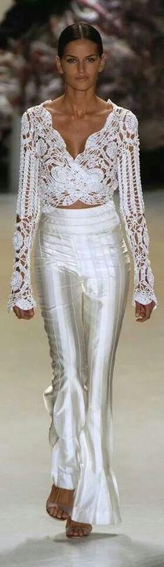 New trends Fashion Shows more details alles für Ihren Stil - www. Trend Fashion, Look Fashion, Runway Fashion, Womens Fashion, Fashion Design, Mode Crochet, Crochet Top, Crochet Fashion, White Fashion