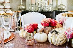 tips for how to set an elegant rose gold fall table, using copper chargers, fresh white pumpkins, gold and mercury glass pumpkins and roses Elegant Home Decor, Fall Home Decor, Elegant Homes, Autumn Home, Thanksgiving Table Settings, Thanksgiving Decorations, Thanksgiving 2017, Glass Pumpkins, White Pumpkins