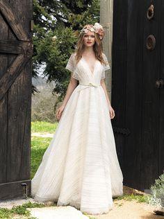 Vestido de novia sencillo y elegante de la colección Boho Chic de YolanCris 2015 #weddingdress