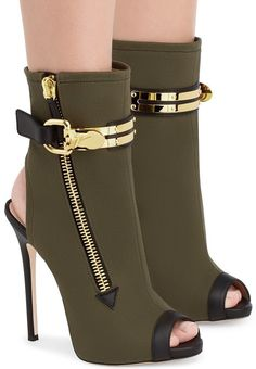 Don't miss the 'Roxie' ankle boots and 19 other amazing … - Ankle & Bootie High Heel Boots, Ankle Boots, Heeled Boots, Bootie Boots, Shoe Boots, High Heels, Hot Shoes, Crazy Shoes, Me Too Shoes