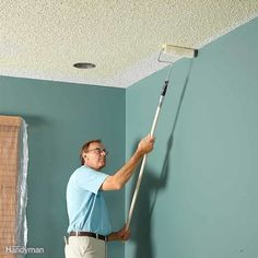 A professional home painter shares his picks for the best ceiling paint, tips for painting smooth and textured ceilings, with equipment recommendations. Painting Woodwork, Ceiling Painting, Painting Trim, House Painting, Painting Ceilings Tips, Diy Painting, Painting Lessons, Textured Ceiling Paint, Best Ceiling Paint