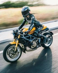 Things Ducati, old & new! Send me your Ducati photos, links, etc along with a description. Ducati Cafe Racer, Cafe Racer Bikes, Cafe Racers, Ducati Sport Classic, Classic Cars, Bobber Custom, Custom Cafe Racer, Super Bikes, Tw Yamaha
