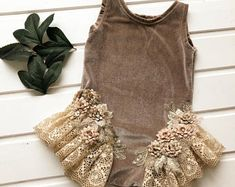 64 ideas for baby girl newborn outfit lace romper Baby Outfits, Kids Outfits, Baby Girl Shoes, Baby Girl Dresses, Vintage Baby Dresses, Baby Girl Fashion, Fashion Kids, Toddler Photo Props, Crochet Toddler Dress