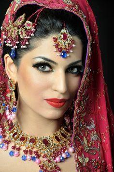 bollywood dulhan | Indain Bridal Makeup 2013 for parties beautiful eyebrow style, Nice ...