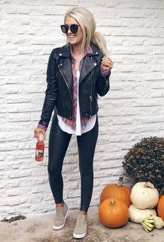 Fashionable winter outfit ideas you should try 14 Leather Jacket Outfits 2020 Legging Outfits, Leather Leggings Outfit, Leather Jacket Outfits, Leather Jackets, Black Leggings Outfit Summer, Black Jeans Outfit Fall, Casual Leggings Outfit, Black Jacket Outfit, Athleisure Outfits