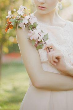 The Rose Garden: Photo Dreamy Photography, Spring Photography, Portrait Photography, Female Photography, Photography Backdrops, Estilo Retro, Pink Blossom, Foto Pose, Photography Poses