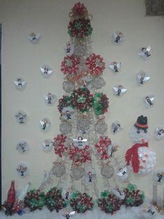 Árvore de Natal de garrafa pet de vinho e refrigerante e cx de leite. Exposta no shopping Ela Caxias em caxias RJ...da designer Josiane Moura. Mil