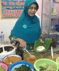 Nasi Pecel Bu Wir Kabul Madiun http://www.perutgendut.com/reviews/read/nasi-pecel-bu-wir-kabul-madiun/509 #Review #Food #Kuliner #Indonesia