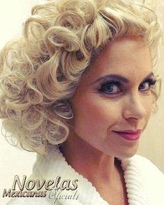 regram @novelas_mexicanas_oficial1 @luceromexico #hermosa #guapa #linda #lu #lucero #luceronobrasil #maquinadafama #apresentacao #grase #nostemposdabrilhantina #carloporto #patriciaabravanel vai ao ar dia 21/11 as 23:15. @carloporto @patriciaabravanel @sbtcarinhadeanjo @sbtmaquinadafama @sbtonline #sucesso