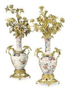 A PAIR OF GILT METAL AND JAPANESE IMARI PORCELAIN CANDELABRA,