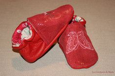 Chaussons cuir souple rouge papillon