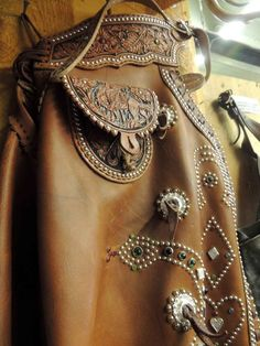 Custom old school chaps Studded and jeweled with lots of tooling! Cowgirl Chic, Cowgirl Bling, Cowgirl Style, Cowboy Gear, Cowboy And Cowgirl, Cowboy Boots, Western Outfits, Western Wear, Western Tack