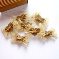 Svatební vývazky Burlap Crafts, Diy And Crafts, Rustic Wedding, Our Wedding, Bridesmaid Corsage, Shabby Chic Flowers, Wooden Hearts, Handmade Flowers, Christmas Tree Ornaments