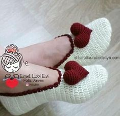 This Pin was discovered by İlk Easy Crochet Patterns, Crochet Designs, Free Crochet, Knit Crochet, Hat Patterns, Crochet Boots, Crochet Baby Booties, Crochet Crafts, Crochet Projects
