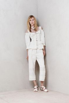 Alexander McQueen Resort 2014 Fashion Show London Fashion Weeks, Fashion Pants, Fashion Show, Fashion Design, Fashion 2014, Alexander Mcqueen, Vogue, Black Women Fashion, Ideias Fashion