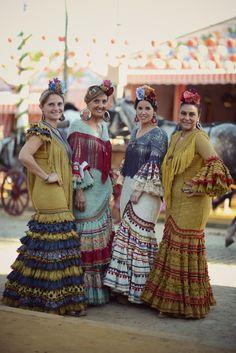 """Feria de Sevilla 2014 """"mamá de mayor quiero ser flamenca"""" Diseño de Raquel Terán / Fotografía de Fernando Mañas"""