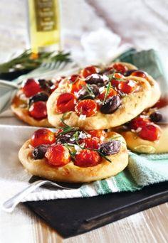 Minifocacciat | Italia | Pirkka #food #Italy Quiches, Wine Recipes, Cooking Recipes, Bread Recipes, I Love Food, Good Food, My Daily Bread, Italy Food, Food Photo