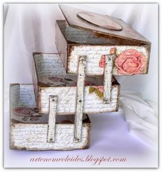 Variaciones sobre las cajas de fresa/ Wariacje na temat skrzynek po truskawkach | Manualidades Diy Arts And Crafts, Hobbies And Crafts, Easy Crafts, Decoupage Wood, Decoupage Vintage, Old Boxes, Diy Art Projects, Craft Room Storage, Wood Creations