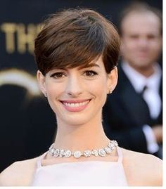 Anne Hathaway's Oscar Look! How To Get Ann Hathaway Oscars Hair  http://www.beautyandfashiontech.com/2013/02/ann-hathaway-academy-awards-hair.html
