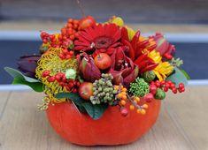 Trebuie sa le vezi: 16 dintre cele mai frumoase Buchete si Aranjamente Florale de Toamna!: Flori in vaza dovleac