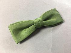 Vintage bow tie / vintage clip on bow tie / 1940s 1950s 1960s bow tie / green bow tie
