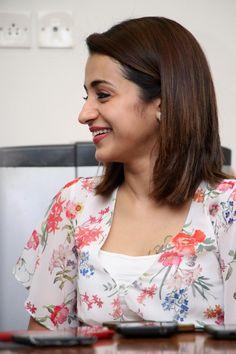 South Indian Actress Hot, Indian Actress Photos, Beautiful Indian Actress, Indian Actresses, Actors & Actresses, Trisha Saree, Trisha Actress, Trisha Photos, Teenage Girl Photography
