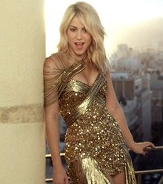 Just saw the vid for Pitbull feat. Shakira 'Get It Started' - this dress really stood out for me! What an amazing dress! (I totally love Shakira too btw) Gold Gown, Gold Dress, Shakira Style, Music Shakira, Shakira Hips, Shakira Baby, Divas, Shakira Mebarak, Celebrity Singers