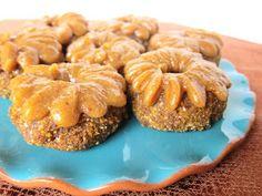 Fragrant Vanilla Cake: Raw Mini Pumpkin Doughnuts with Caramel