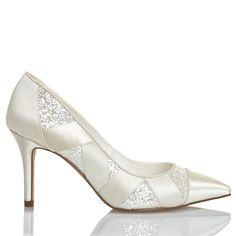 Zapato de novia en satín con pedrería de Menbur (ref. 6211) Satin bridal shoes by Menbur (ref. 6211)