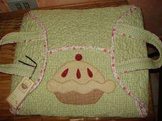 Porta travessas com alças confeccionada em tecido 100% algodão.Forrada com manta acrílica dupla para garantir maior firmeza e manter o calor R$ 75,00