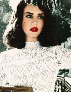 Lana Del Rey in 60s lace