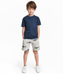 Knee-length shorts in organic melange sweatshirt fabric with elasticized drawstring waistband and side pockets. Preteen Fashion, Toddler Boy Fashion, Cute Kids Fashion, Little Boy Fashion, Toddler Boy Outfits, Toddler Boys, Fashion Children, Trendy Boy Outfits, Boys Summer Outfits