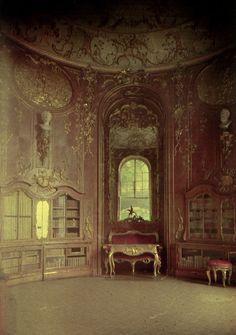 Photo Exhibit | Detail | Anonymous - Interior of Palacio, Venice, Italy Autochrome c1910