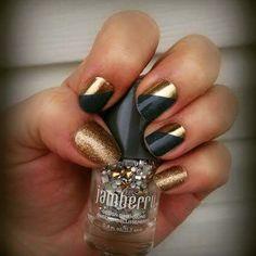 I am in love with the new #nailwraps #jamberry #manicure #newcatalog #princecharmingjn #goldsparklejn #fashion #love #tagforlikes #nopolishsmell #saturdaymorning #diy #nodrytime #pedi #girlsrule #nailswag #nailwraps #instanails