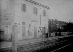 Castelfranci è uno dei paesi collegato grazie alla linea ferroviaria Avellino - Rocchetta S. Antonio. La necessità della sua costruzione venne sostenuta in Parlamento già dal 1865, ma bisognerà attendere il 1876. Una commissione formata dal celebre letterato Francesco De Sanctis si batté per la Ferrovia e nel luglio 1879 fu approvata la costruzione. Venne inaugurata il 27 ottobre 1895.