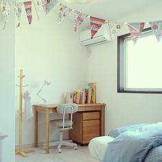 kajiさんの、机,シンプル,キッズルーム,漆喰,無垢フローリング,のお部屋写真