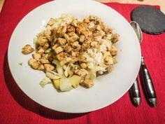 Simones Abendessen bestand aus: Chniakohl-Salat mit Apfel und etwas gebratener Tofu. Hört sich nach einer tollen Mischung an!
