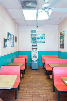 California Donuts | Los Angeles #booth #seating