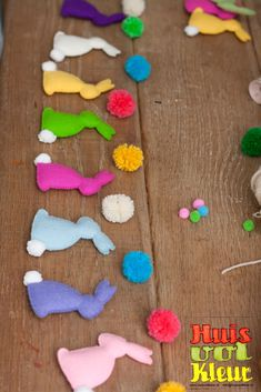 Felt bunny garland ~T~ Love this. So easy to make. Directions are in another language, but the pictures are all you need.
