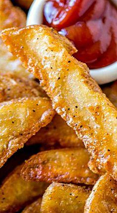 KFC Potato Wedges (Copycat) - Dinner, then Dessert Kfc Potato Wedges, Homemade Potato Wedges, Seasoned Potato Wedges, Potato Wedges Recipe, Seasoned Potatoes, Potato Sides, Potato Side Dishes, Vegetable Dishes, Recipes