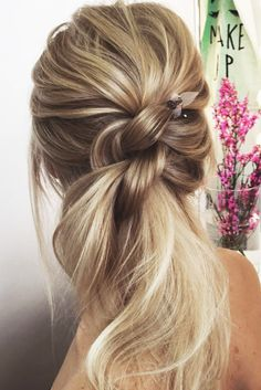 30 Wedding Hairstyles Ideas For Brides With Thin Hair ❤ See more: http://www.weddingforward.com/wedding-hairstyles-for-thin-hair/ #wedding
