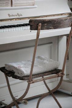 bistro chair / white piano