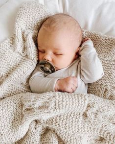 So Cute Baby, Baby Kind, Mom And Baby, Cute Kids, My Bebe, Baby Sleepers, Foto Baby, Baby Arrival, Baby Boy Newborn