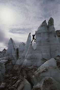 www.boulderingonline.pl Rock climbing and bouldering pictures and news ✮ An Ice Climber Sca