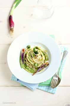 Spaghetti with Mint and Bean Pesto | Con le Mani in Pasta #fk #fashionkiosk #food