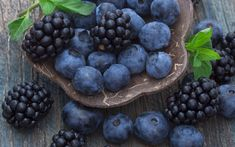Download wallpapers blueberries, blackberries, macro, forest berries