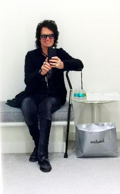 Good afternoon from Beverly Hills ~ I'm in the waiting room ...waiting for Gab to come out ~ knees are 70% in recovery