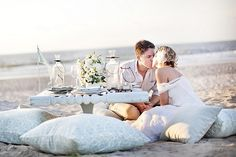 A blissful picnic on the beach ...