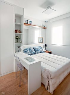 25 Small Bedroom Ideas That Are Look Stylishly & Space Saving Bedroom Decoration small bedroom decorating ideas Space Saving Bedroom, Room Design, Home, Home Bedroom, Organization Bedroom, Small Bedroom Decor, Small Guest Bedroom, Simple Bedroom, Bedroom Layouts
